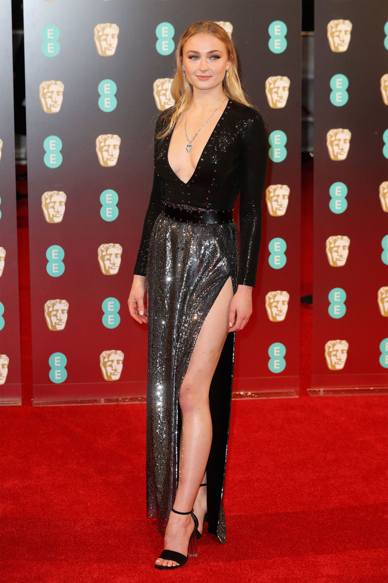 30 Fantastic Sophie Turner Red Carpet Photographs That
