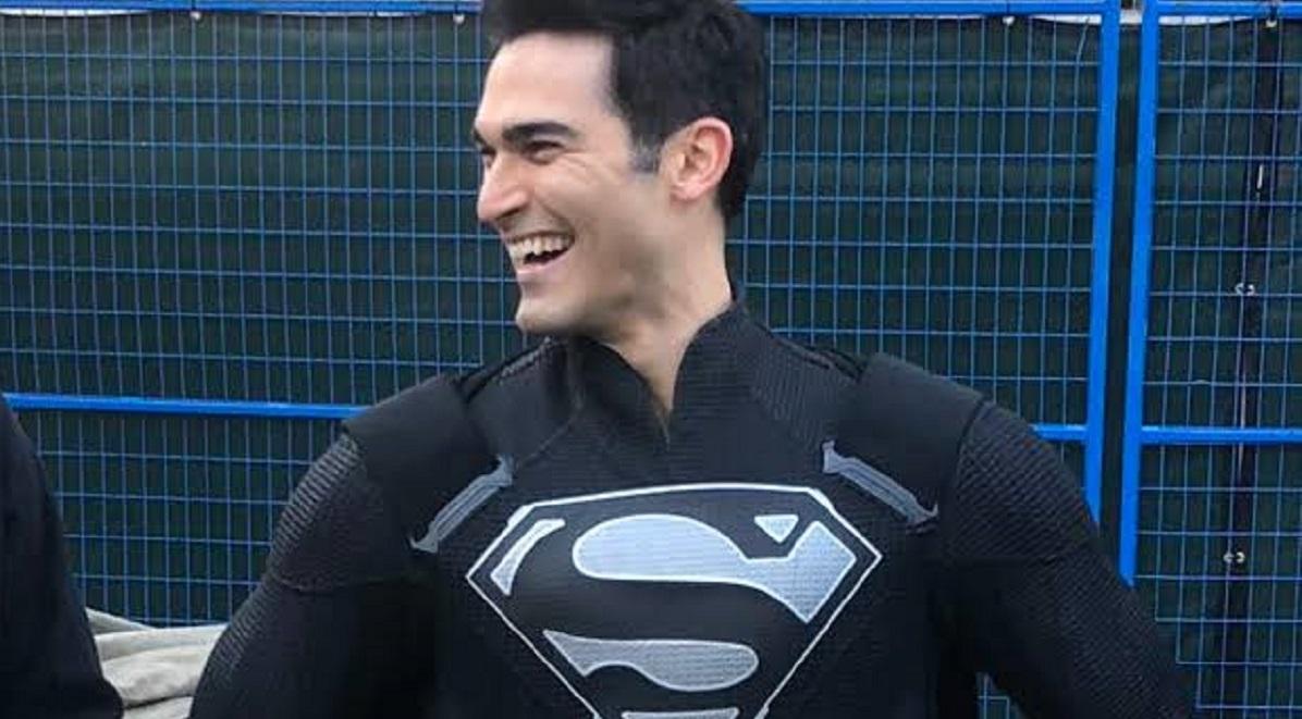 Superman's New Black Suit For 'Elseworlds' Arrowverse