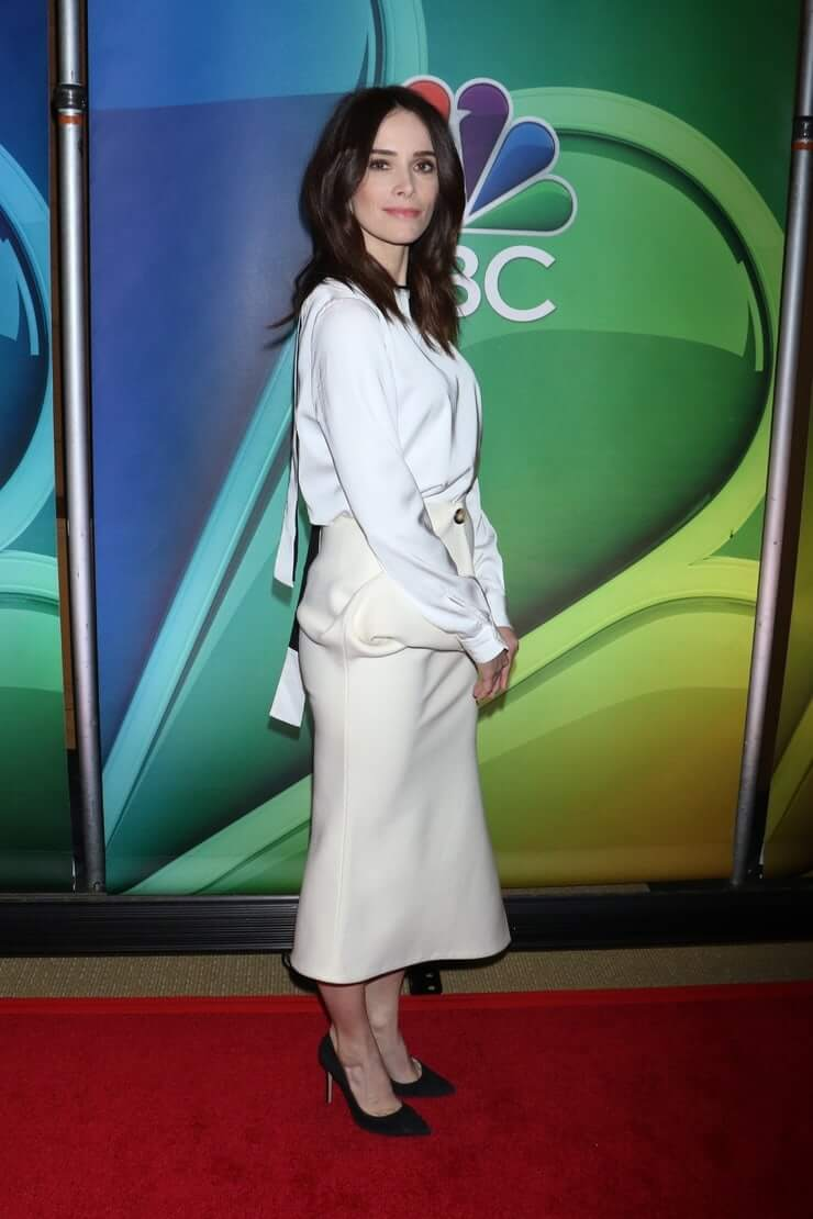 Abigail Spencer feet high heels (2)