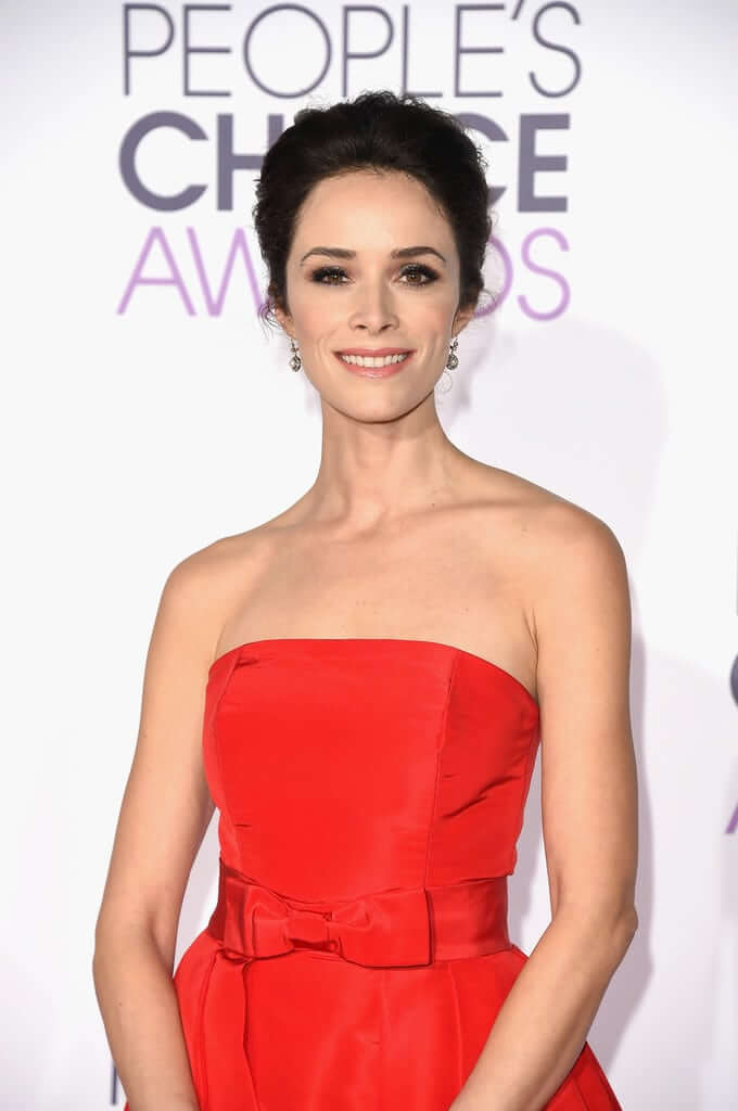 Abigail Spencer sexy cleacage