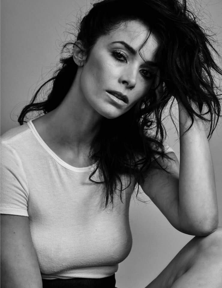 Abigail Spencer sexy pic