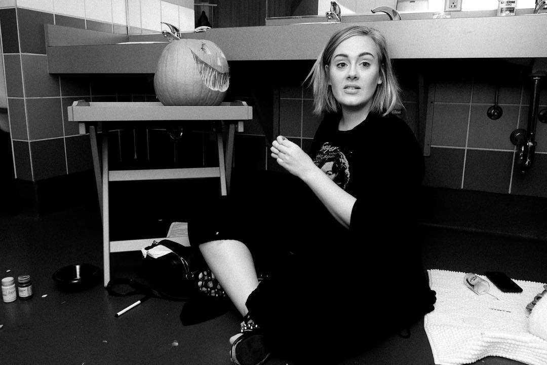 Adele-feet-awesome-pic-2
