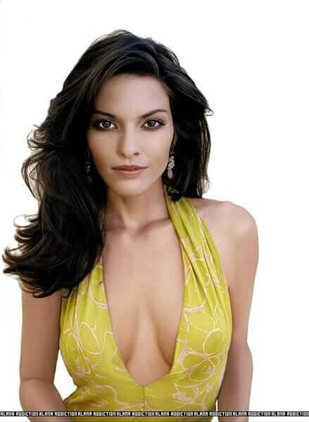 Alana de la Garza hot cleavage