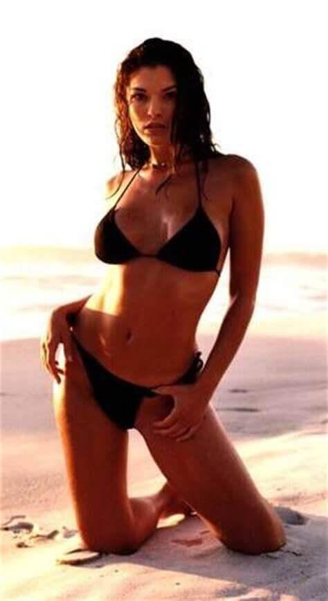 Alana de la Garza sexy bikini pictures