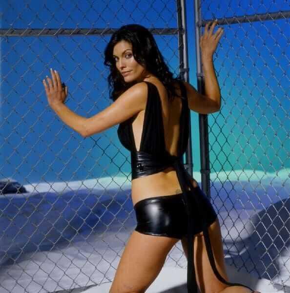 Alana de la Garza sexy butt