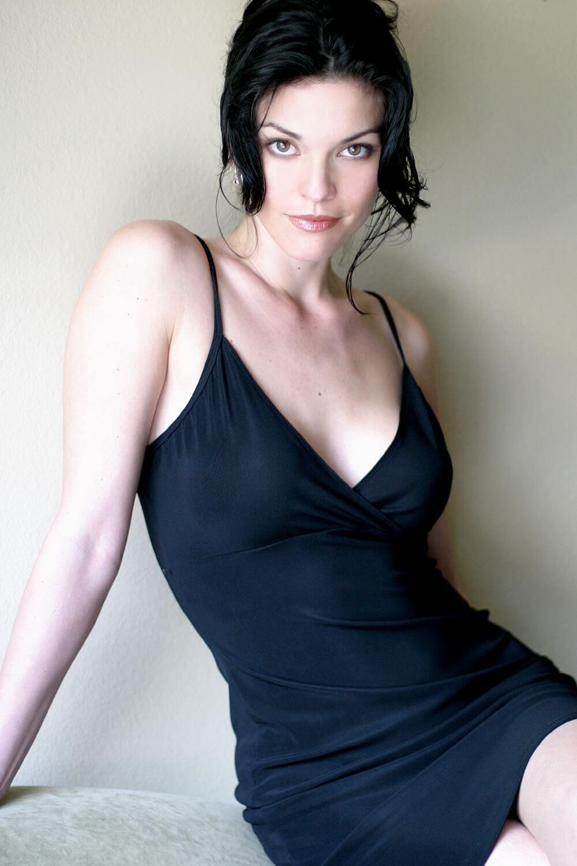 Alana de la Garza sexy pic