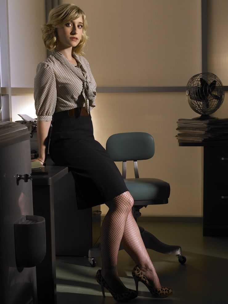 Allison Mack hot thighs
