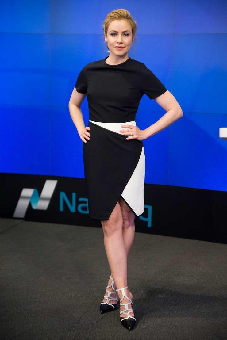 Amanda Schull sexy legs '