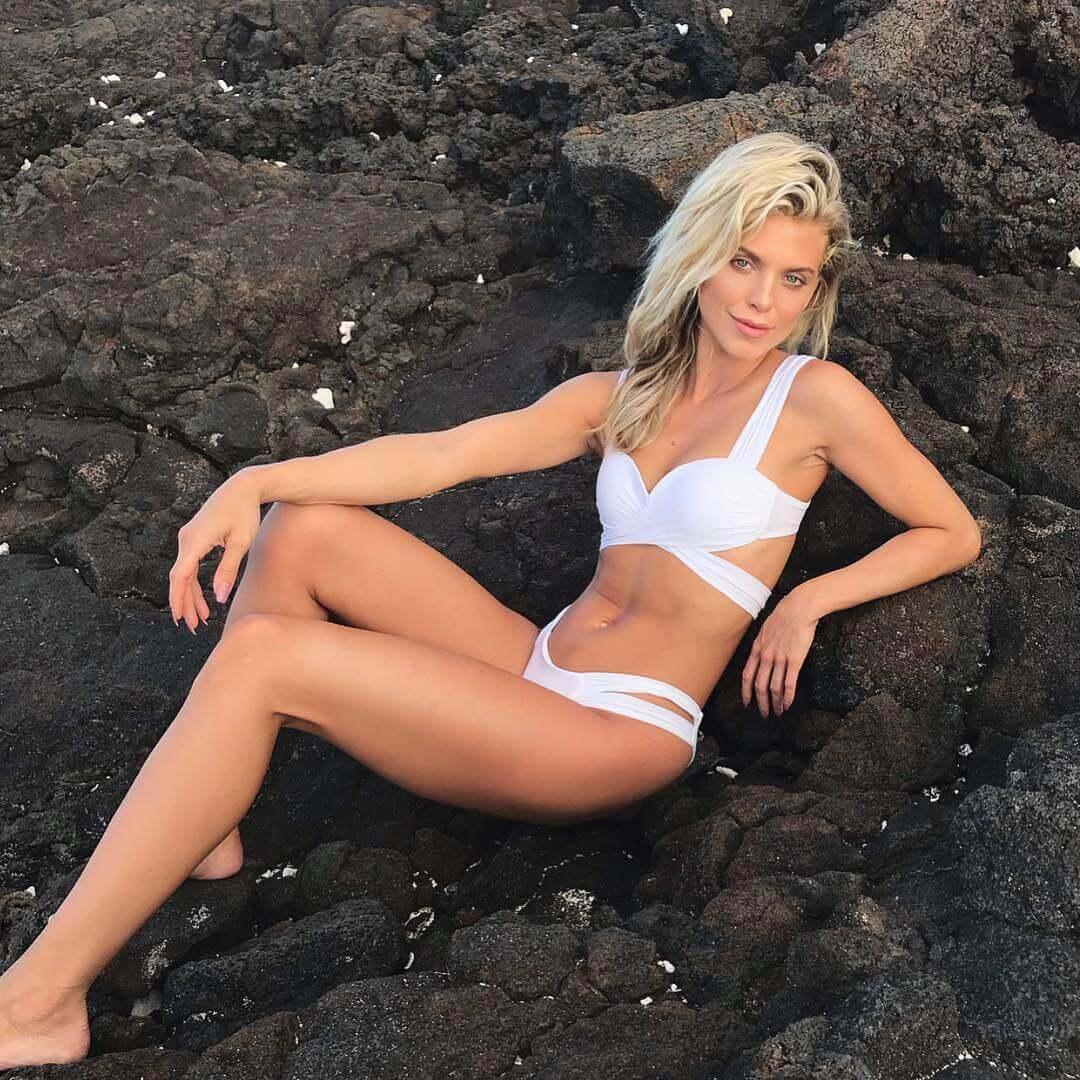 AnnaLynne McCord hot bikini pictures