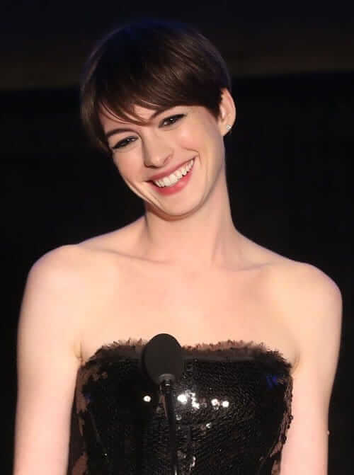 Anne Hathaway hot busty pics