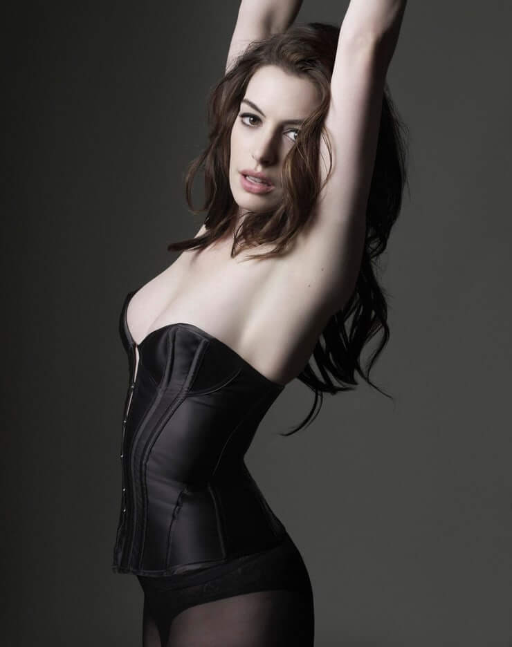 Anne Hathaway hot side pic