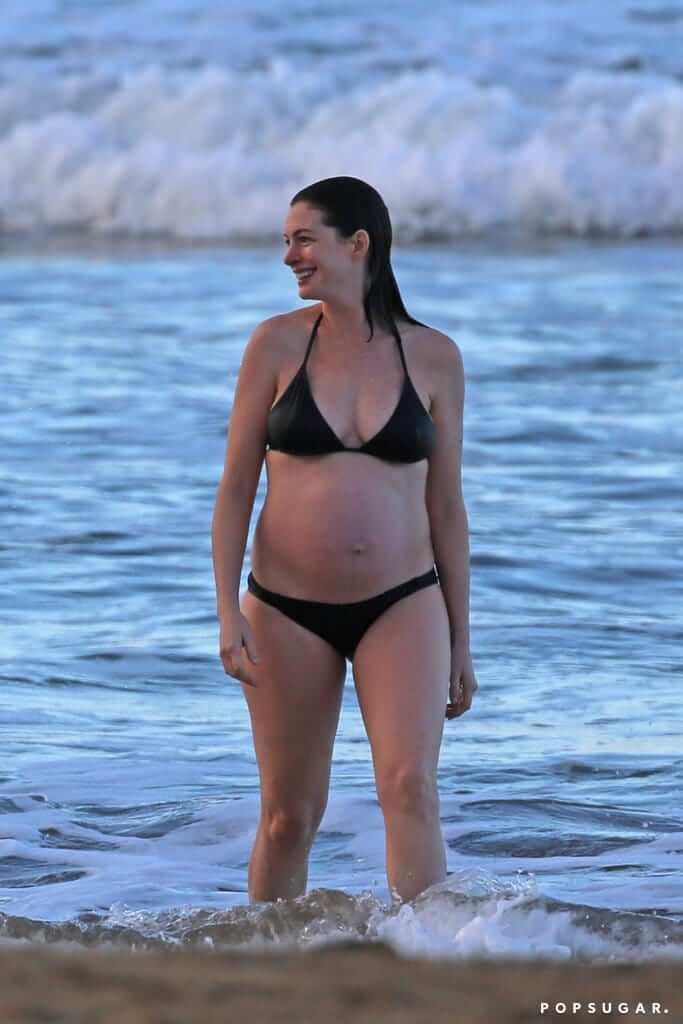 Anne Hathaway sexy bikini picture