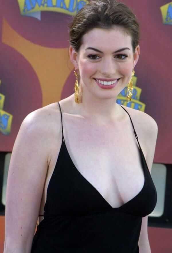 Anne Hathaway sexy boobs
