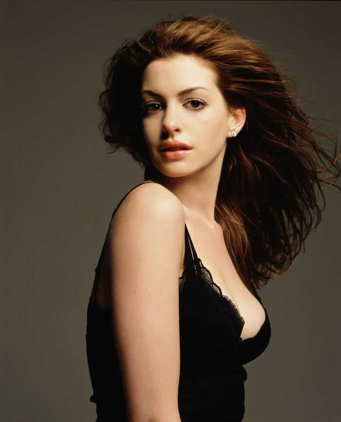 Anne Hathaway sexy side pics