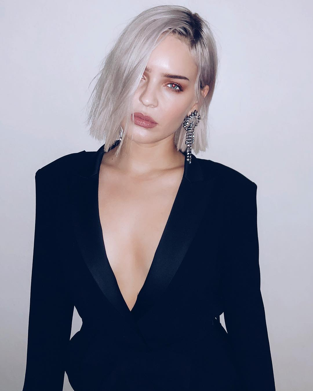 Anne-Marie hot cleavage pics