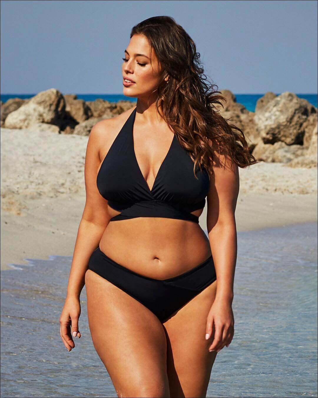 Ashley Graham black bikini pic