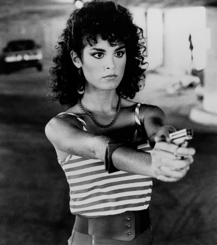 49 hot photos of Betsy Russell that will make you want her