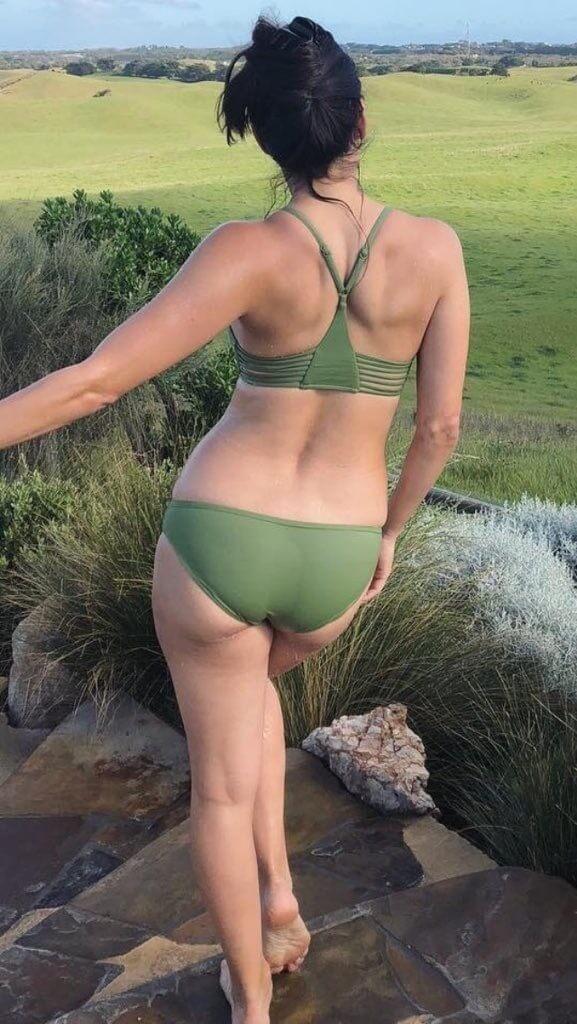 Brie Bella sexy butt pic
