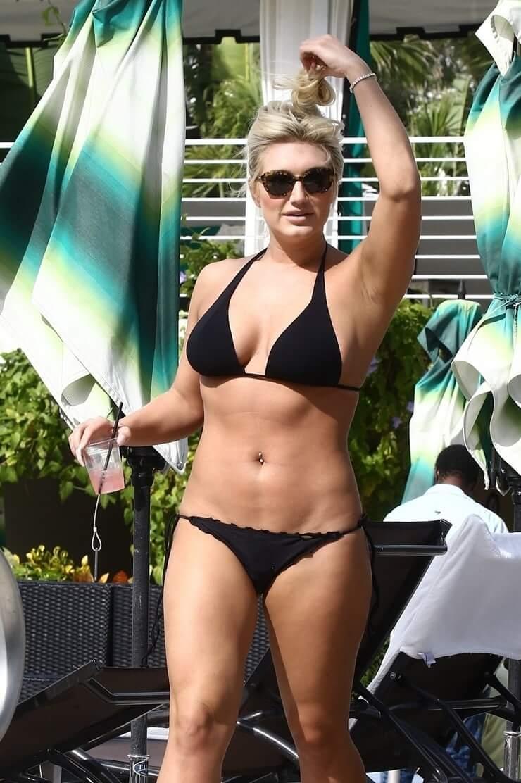 Brooke Hogan sexy black bikini pic