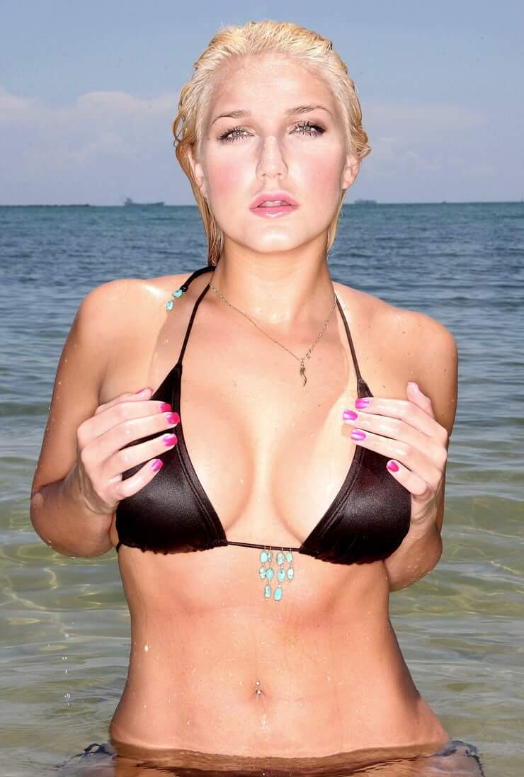 Brooke Hogan sexy wet look pictures