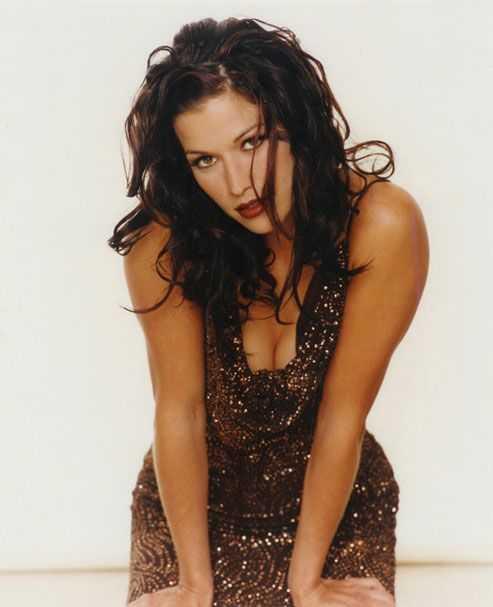 Brooke Langton cleavage pics