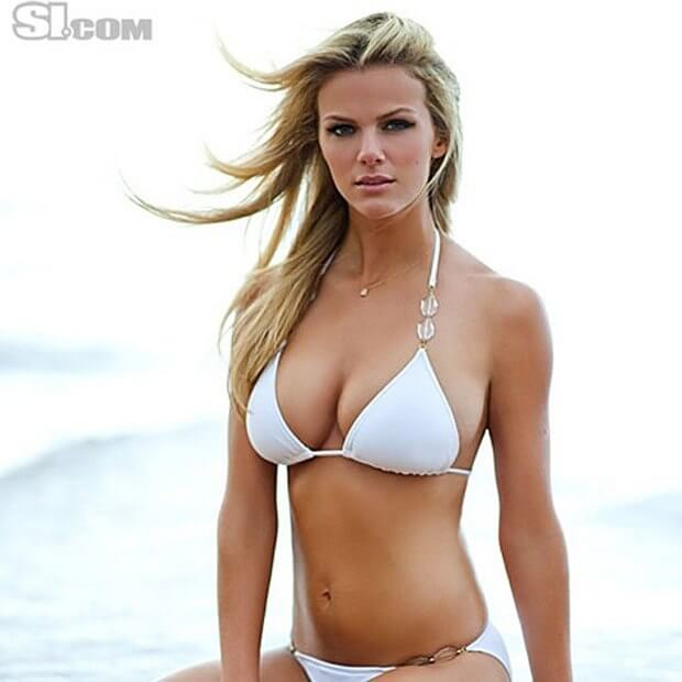 Brooklyn Decker sexy boobs pictures