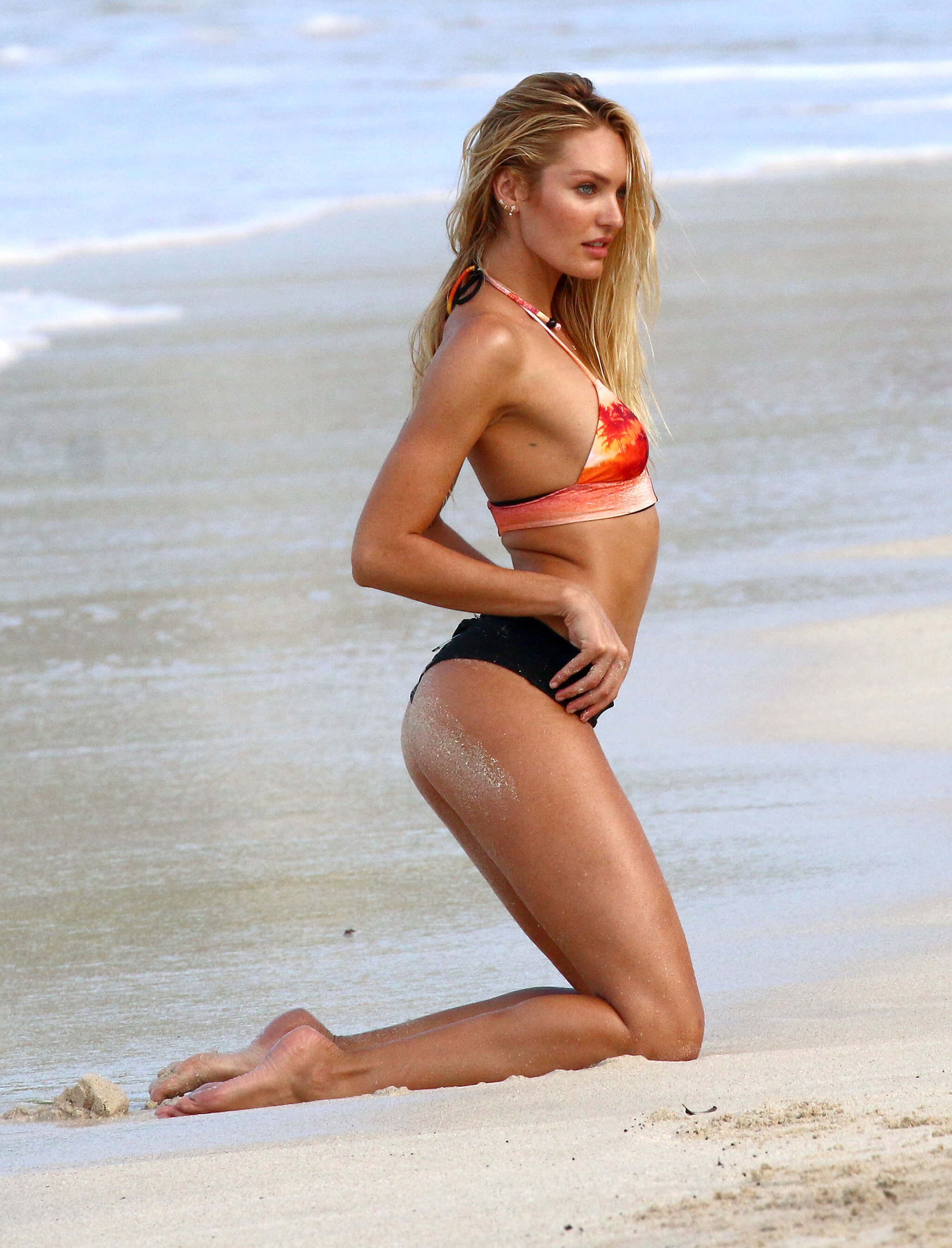 Candice Swanepoel hot side pic