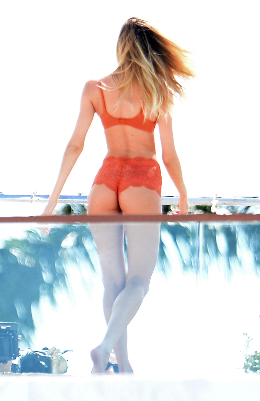 Candice Swanepoel sexy bikini pictures