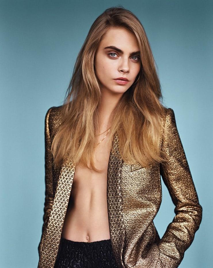 Cara Delevingne hot cleavage pics (2)