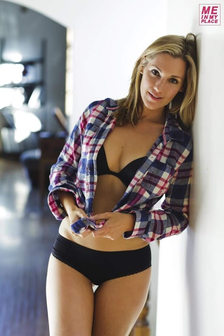 Carly Craig hot pictures