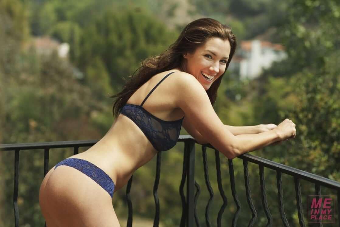 Carly Craig sexy bikini pic