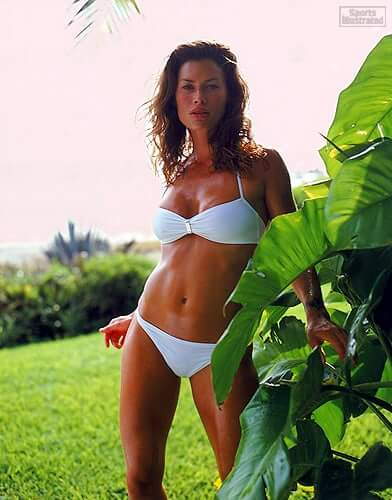 Carré Otis bikini pictures