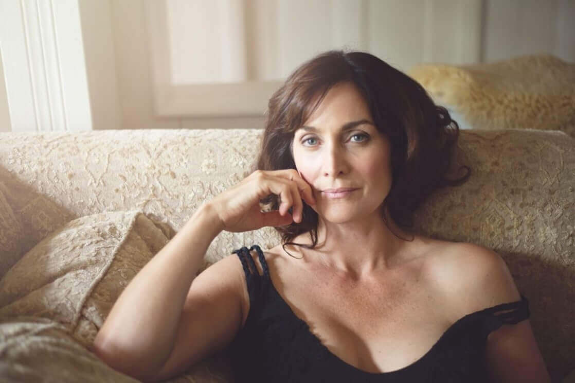 Carrie-Anne Moss cleavage pic