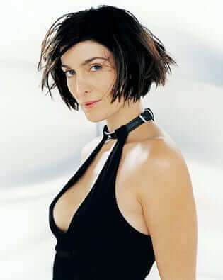 Carrie-Anne Moss hot pic
