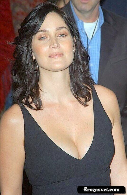 Carrie-Anne Moss sexy cleavage pics