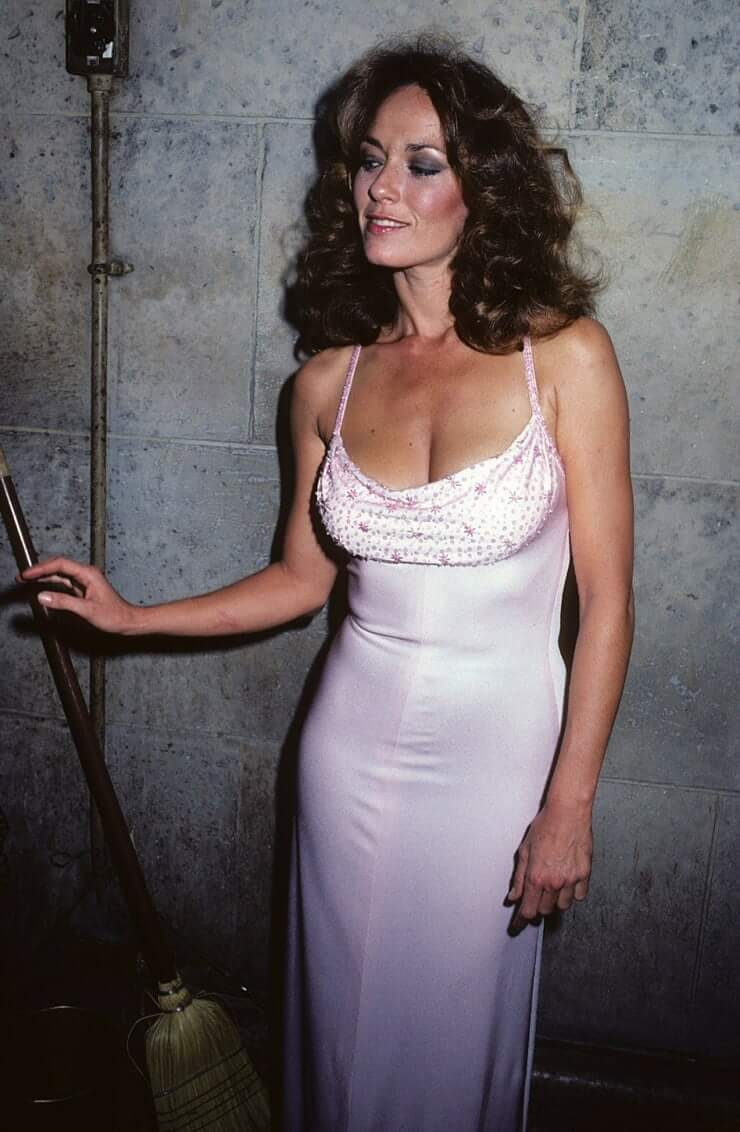 Catherine Bach cleavage pictures