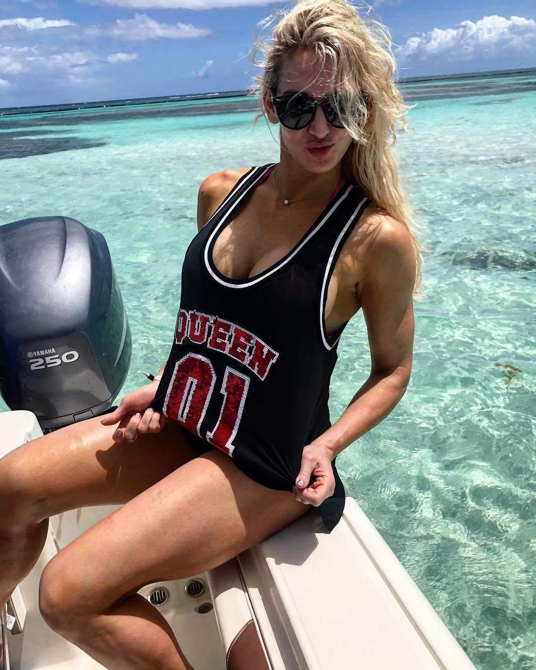 Charlotte Flair hot pics