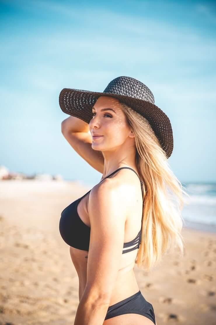 Charlotte Flair hot side pics