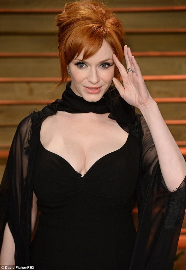 Christina Hendricks sexy cleavage pictures