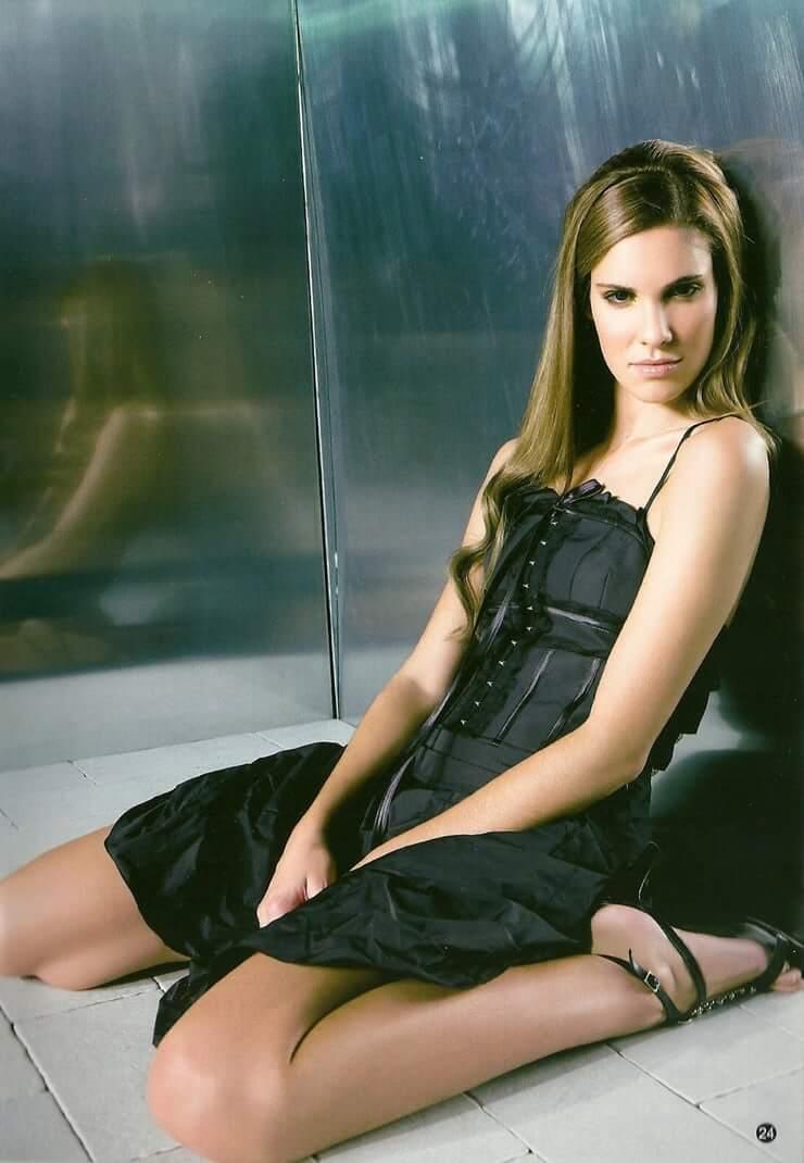 Daniela Ruah hot legs