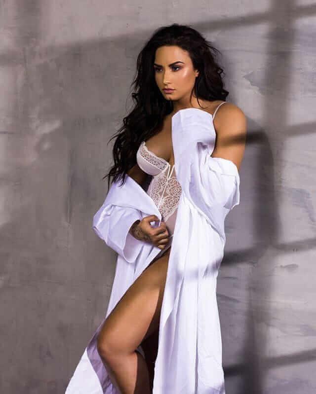 Demi Lovato hot boobs