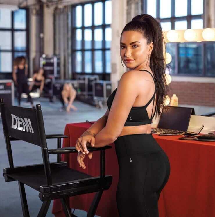 Demi Lovato hot booty (2)