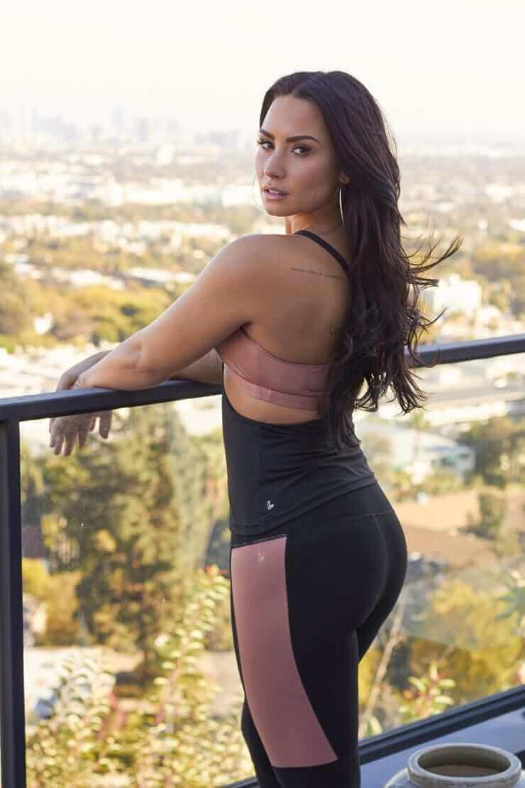 Demi Lovato sexy butt