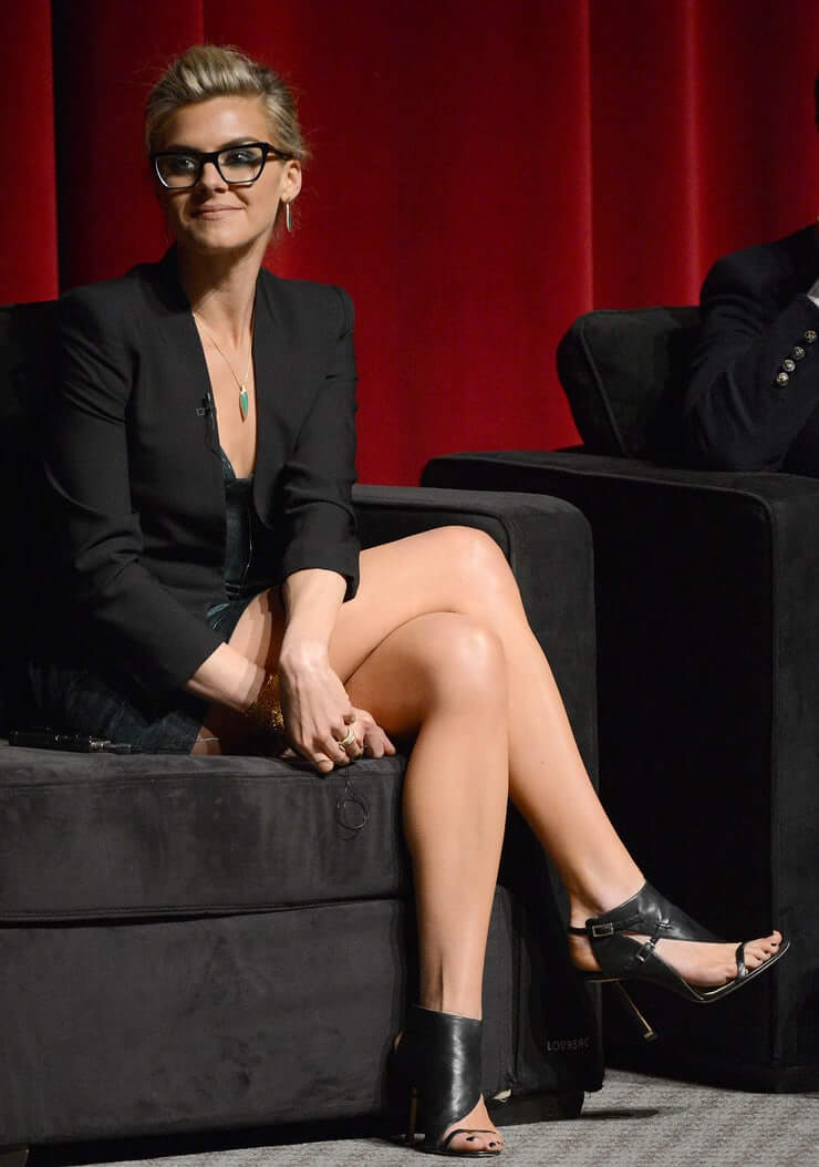 Eliza Coupe hot legs pic