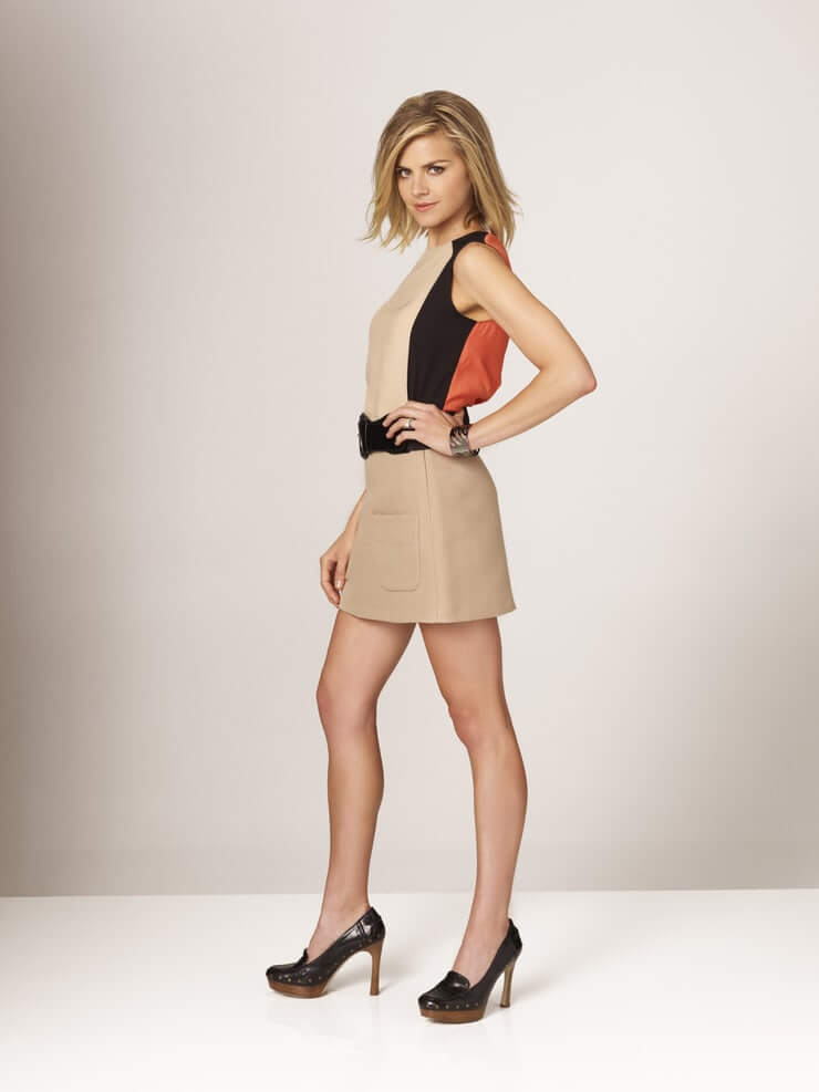 Eliza Coupe thighs awesome
