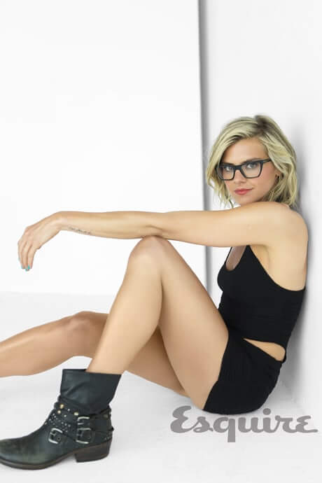 Eliza Coupe thighs hot