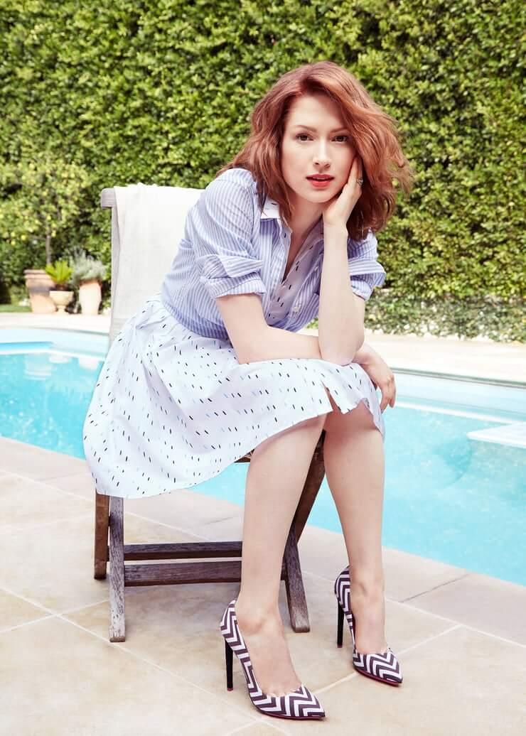 Ellie Kemper sexy feet