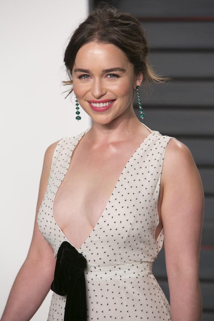 Emilia Clarke hot boobs