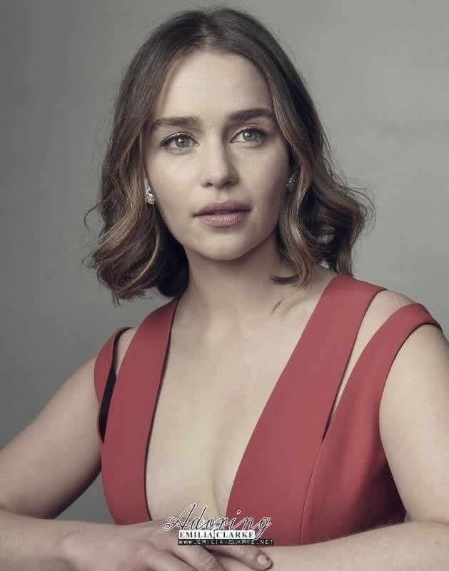 Emilia Clarke hot cleavage pics