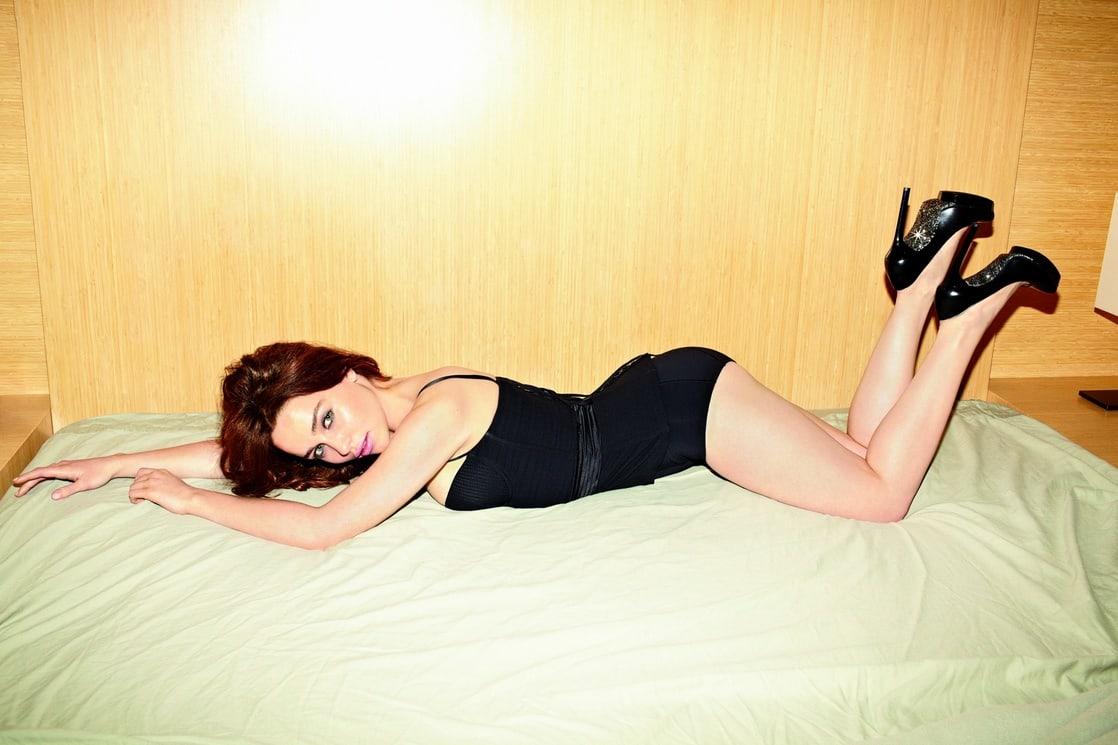 Emilia Clarke hot legs